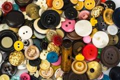 Boutons multicolores pour des vêtements Image libre de droits
