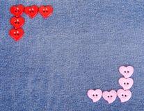 Boutons roses du rouge i sous forme de coeurs Images libres de droits