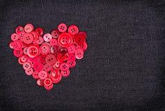 Boutons rouges dans la forme du coeur Image libre de droits