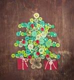 Boutons verts et rouges comme arbre de Noël Photographie stock libre de droits