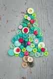 Boutons verts et rouges en tant qu'arbre de Noël décoratif Images libres de droits