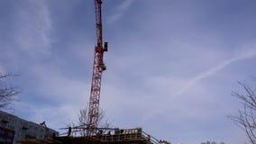 Bouw Crane Moving verlaten aan Recht stock video
