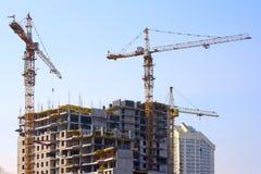 Bouw kranen en in aanbouw de bouw Royalty-vrije Stock Foto