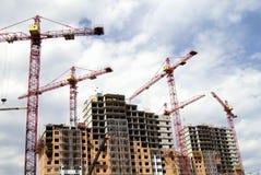 Bouw kranen en in aanbouw de bouw Royalty-vrije Stock Afbeelding