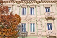 Bouw neoklassieke stijl Stock Afbeeldingen