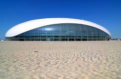 Bouw van Bolshoy-Ijskoepel in het Olympische Park van Sotchi Royalty-vrije Stock Foto's