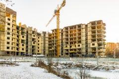 Bouw van de bouw met meerdere verdiepingen in de winter, Rusland Royalty-vrije Stock Afbeelding