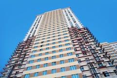 Bouw van de hoge met meerdere verdiepingen bouw Stock Afbeeldingen