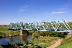 Bouw van een brug van de metaalspoorweg stock foto's