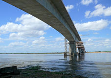Bouw van een brug over de Zambezi rivier. Stock Afbeeldingen