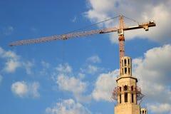 Bouw van een moskee met kraan Stock Foto