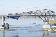 Bouw van een nieuwe brug. Stock Foto's