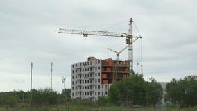 Bouw van flatgebouwen met meerdere verdiepingen stock footage