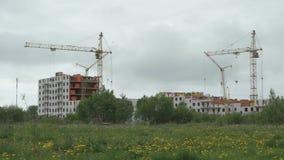 Bouw van flatgebouwen met meerdere verdiepingen stock video