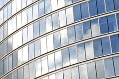 Bouw van het bedrijfsbureau de Weerspiegelende Glas Royalty-vrije Stock Afbeelding