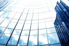 Bouw van het close-up de moderne bureau de bouw met exemplaarruimte stock foto