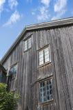 Bouw van het voorgevel de oude houten landbouwbedrijf Halsingland Stock Foto