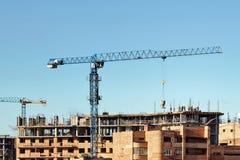 Bouw van high-rise woningbouw in de stad stock foto's