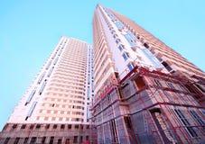 Bouw van hoge witte gebouwen Stock Fotografie