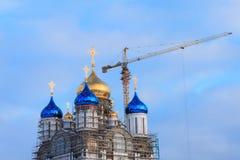 Bouw van Kerstmiskathedraal in yuzhno-Sakhalinsk stock afbeeldingen