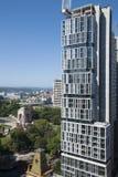 Bouw van nieuw highrise flatgebouw met meningen van Hyde Park en Haven stock foto