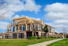 Bouw van nieuw huis met modern ontwerp Stock Foto