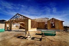 Bouw van Nieuw Huis in Onderverdeling Stock Foto