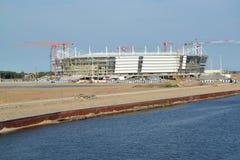 Bouw van stadion voor holdingsspelen van de Wereldbeker van FIFA van 2018 Kaliningrad, op 10 Juni, 2017 Stock Afbeelding