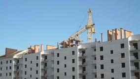 Bouw van woningbouw met meerdere verdiepingen stock video
