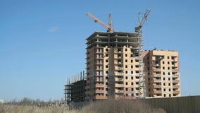 Bouw van woon complex met meerdere verdiepingen stock videobeelden