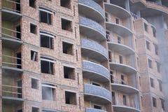 Bouw van woongebouwen met meerdere verdiepingen Gewapend beton kader van het gebouw Stock Foto's