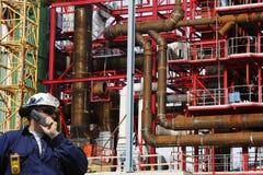 Bouwarbeider binnen bouwwerf Royalty-vrije Stock Foto's
