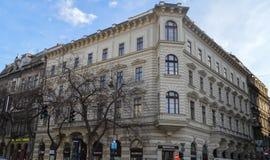 Bouwend tegengesteld aan Hongaars de Operahuis van de Staat in Boedapest op 29 December, 2017 stock foto