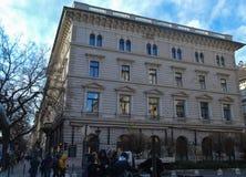 Bouwend tegengesteld aan Hongaars de Operahuis van de Staat in Boedapest op 29 December, 2017 stock afbeeldingen