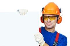 Bouwer in bouwvakker, oorbeschermers en beschermende brillen Stock Foto