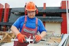 Bouwersarbeider bij bouwwerf Stock Foto's