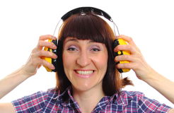 Bouwersvrouw die beschermende hoofdtelefoons dragen Stock Foto's