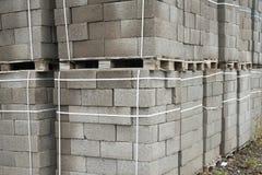 Bouwmaterialen Blokken voor de bouw van sterke en duurzame gebouwen Stock Fotografie