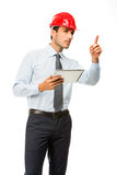 Bouwsupervisor met digitale tablet die een project tonen Stock Afbeelding