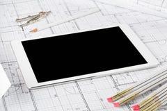 Bouwtekening van het de blauwdrukhuis van tabletpc de architecturale royalty-vrije stock afbeeldingen