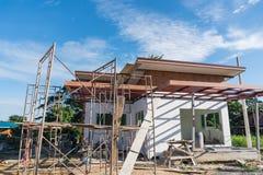 Bouwterrein met Huis in aanbouw Royalty-vrije Stock Afbeeldingen