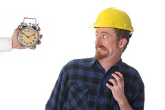 Bouwvakker die zijn horloge bekijkt Royalty-vrije Stock Foto