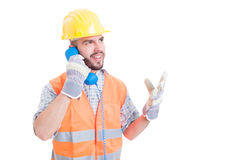 Bouwvakker of ingenieur die op de telefoon spreken Stock Afbeelding