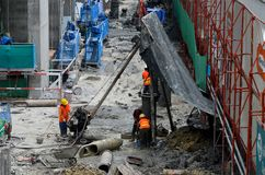 Bouwvakkers bij bouwterrein met steiger Bangkok Thailand Stock Foto