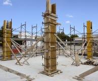 Bouwwerf - de Bekisting van de Timmerwerkbetonconstructie voor pi Royalty-vrije Stock Afbeeldingen