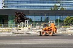 Bouwwerf dichtbij de nieuwe bureaubouw Vilnius, Litouwen - Juni 29, 2016 Stock Fotografie