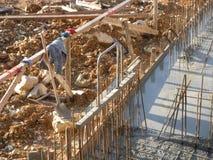 Bouwwerf met Concrete Hulpmiddelen begin de Dag Royalty-vrije Stock Afbeelding