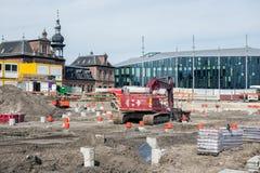 Bouwwerf met kraan en staken dichtbij het station van Delft royalty-vrije stock afbeelding