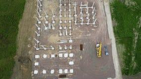 Bouwwerf van een industrieel gebouw - satellietbeeld stock footage