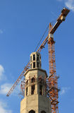 Bouwwerf van moskee met torenkraan Stock Foto's